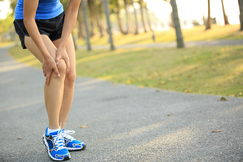 running woman knee pain